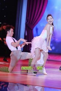 BNHV-Liveshow1--Chi-Pu-tre-trung-duoc-khen-het-loi--Phuong-Trinh-sexy-mua-Ai-Cap-5-1420302998