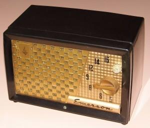 Vintage_Emerson_Table_Radio,_Circa_1950s_(14816076926)